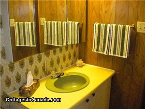 Retro decor bathroom