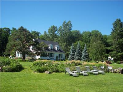 Glen Warren Estate, Shanty Bay, Lake Simcoe, Luxury Cottage close to Toronto