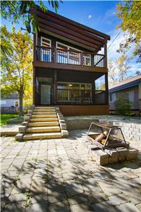 Lake Winnipeg Grand Beach   Luxury Home Rental  Cabin / Cottage   -->HOT TUB<--