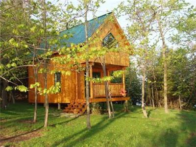 Last Minute, Available July 27 Weekend: LAKESIDE SUNRISE CABIN
