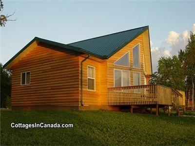 Beachfront Luxurious 4-Bedroom Cottage with Hot Tub 2 Hours from Winnipeg