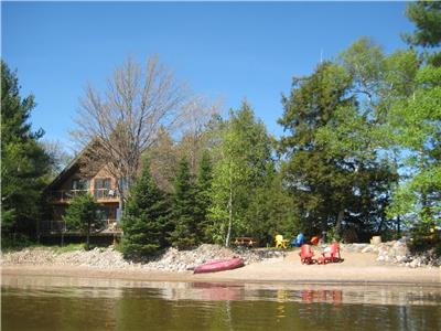 SANDY BEACH, GLORIOUS SUNSETS, CANOES, KAYAKS, ROW BOAT, FIRE PIT, GOURMET KITCHEN!