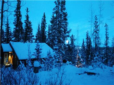 Private cabin in Foothills 1hour (80 km) from downtown Calgary on large acreage