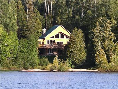 LOST PARADISE - Mer Bleue Lake (Cottage for sale)