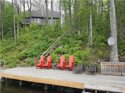 Waterfront Muskoka cottage, family oriented, sleeps 10, dogs welcome, boat, canoe, paddleboat incl