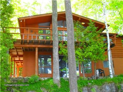 ** GORGEOUS LAKEFRONT VICEROY CEDAR CHALET **  Escape the Ordinary & experience Nature at its Best!
