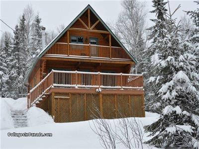 Le Malard Cottage | Private SPA, WiFi, Mont-Tremblant Area, 4 Stars Wood Log Chalet in Nature