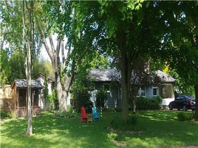 Waterfront Views - 4 Bedroom Cottage mins to Grand Bend