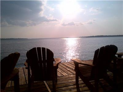 LUXURY COTTAGE DIRECTLY ON BALSAM LAKE, BOOK NOW FOR YOUR FALL OR WINTER GETAWAY