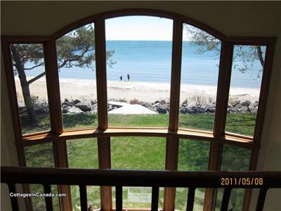 Nev a Lynn  - Waterfront Vacation Home with Private Beach (new listing recently renovated)