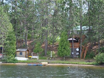 Wilbermere Lake Sunset Shore - Family cottage with beach and good fishing for Trout and Bass