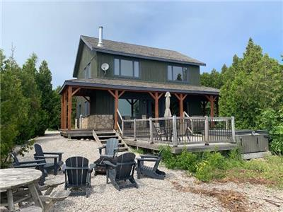 Tobermory Cottage: Luxury waterfront rental cottage on Lake Huron, Tobermory - Hot Tub