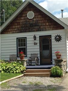 CRYSTAL BEACH COTTAGES AND VACATION RENTALS****FREE UNLIMITED WIFI****CLOSE TO NIAGARA  FALLS******