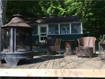 Waterfront Cottage on Calabogie Lake 1 hr from Ottawa - safe sand beach, close to ski hill & golf