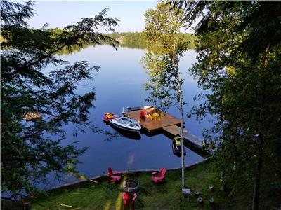 Charming Family Friendly Getaway On Crystal Lake In The Kawarthas, near Bobcaygeon & Fenelon Falls