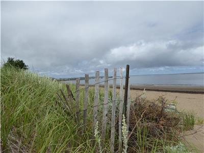 BEACHFRONT HOME minutes from Shediac, Parlee Beach and Aboiteau Beach.
