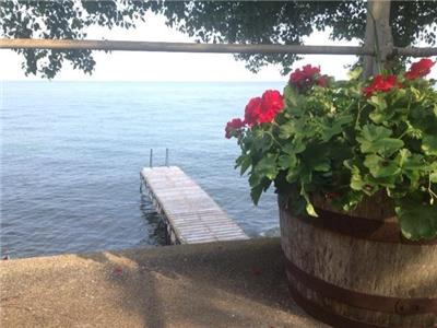 SIMCOE SUNRISE 2 - Charming Lakefront Cottage on Lake Simcoe - July 12th week still available!!!