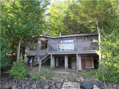 Beautiful Kawarthas (Lake Catchacoma)           2 Bedroom Waterfront Cottage