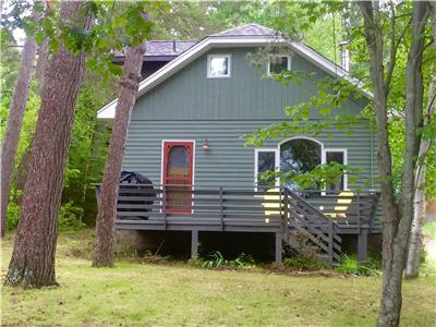 Lake of Bays~Waterfront, Wifi, wood burning fireplace~Near Algonquin Park