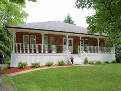 Primrose Cottage Bayfield: Large, Clean and Central!