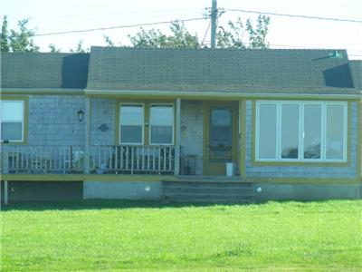 Oxebo - Cozy 2 Bedroom Cottage in Bouctouche with Waterviews
