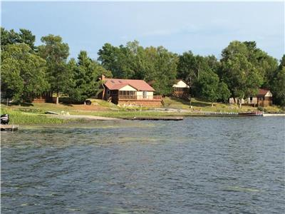 4 Beautiful ALL Season northern modern fully equipped cottages on the lake to choose from