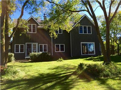Waterfront Home/Cottage: Thompson Point. 4 bedroom, 150' of private waterfront, Sleeps 8+2
