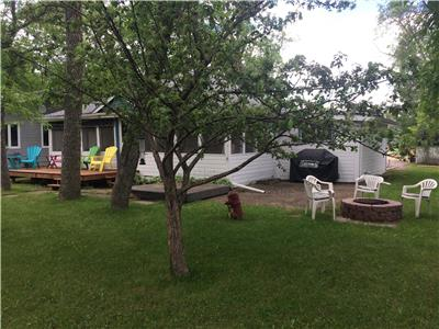 Large 4 Bedroom Cottage 5 Minute Walk to the lake in Winnipeg Beach