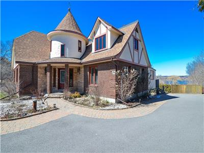 Stunning Waterfront Luxury Home on 2.2 Acres.. only 10 mins from Ottawa