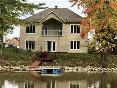 Luxurious waterfront property 45 min from Ottawa text or call me at 819-923-5572