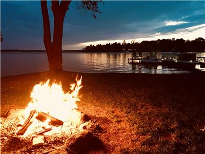Cozy Family Get Away- Tobogganing, Ice Fishing, Snowmobiling, hiking, fires and more....