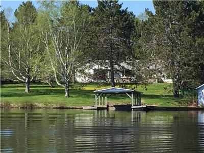Beautiful Weslemkoon Lake,  Modern, Renovated Cottage.  Southgate Cottage