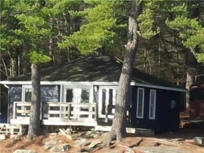 Harris Lake - 2 bedroom Lakefront Cottage