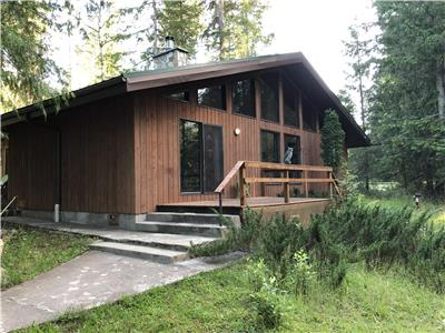 Pet Friendly (no fee) Kootenay Cabin close to Nelson, steps from Kootenay Lake