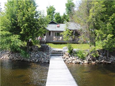 Renovated heritage cottage on 10 acres on beautiful Redstone Lake