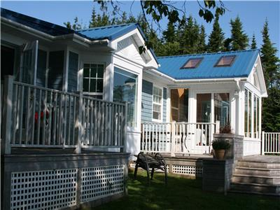 OCEANFRONT-MAIN HOUSE + SEPERATE COTTAGE--PRIVATE BEACH-NEW RIVER BEACH NB.