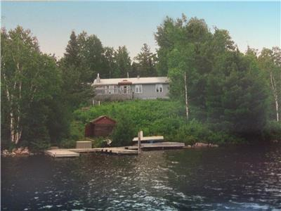 Lakefront 4-season cottage for sale, Lake Kipawa, QC