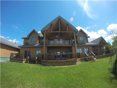 Gorgeous custom built 6000 sqft log home! 302 Magpie Ave. - Wawa, Ontario