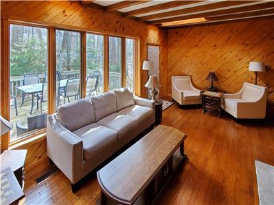Lakehouse Cottage... Luxury in Southcott Pines, Grand Bend!