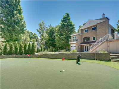 Spacious 6 BR Chalet With Golf Green - Just Around the Corner from The Hills!