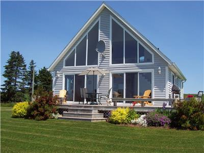 Alexanders Beach House, air conditioned 3 bedroom 4 star Canada Select, directly on the beach