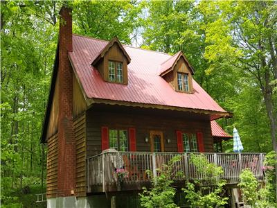 Mountainview Chalet cottage rental Calabogie  max 6 adults. 4 minutes from the Calabogie lake Beach