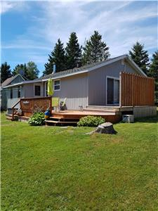 2 Bdr Cottage for rent, Tidnish Beach, NS. Access to warm ocean, sand bars, parks & near PEI bridge.