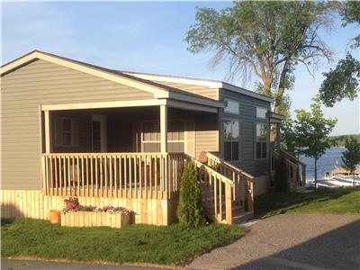 WATERFRONT, FISH, GOLF, RELAX, RICE LAKE, POOL, SUNRISE, AIR COND., 4 YEAR NEW, NO MAINTENACE-