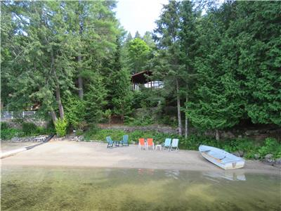 ¨Le Gilbert¨, McGREGOR LAKKE, WATER FRONT, PRIVATE SANDY BEACH, AT 25 MINUTES FROM GATINEAU-OTTAWA