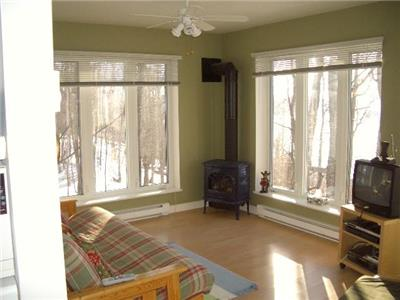 Deers Leap Cottage - Very private modern cottage, 4-bdrm, breathtaking view, hot tub, Lake Vernon