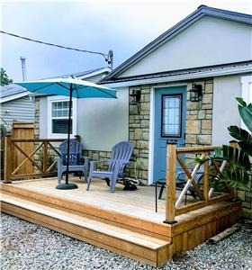 NEW-$175 Nights! Sunshine Cottage By-the-Beach, WiFi/Smart TV & BBQ/Propane