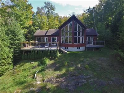 2021 dates online, Steenburg Lake, Beautiful Viceroy Cottage, with sandy shoreline, WIFI here! (374)