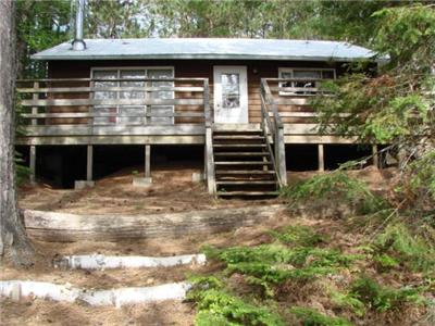 2019 dates now online! Boulter Lake. Cozy 2 bedroom cottage + Bunkie, with a good shoreline. (383)
