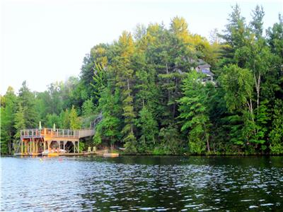 EAGLES NEST COTTAGE, SOUTH MUSKOKA - VIEWS! PRIVACY! NATURE! WATERFRONT! 4 Kayaks!